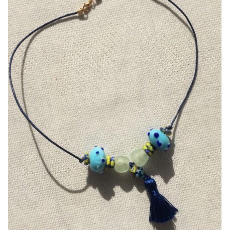Nana and Jules boho chic Collar gargantilla azul, celeste y lima con pompom de seda azul, dorado con cristales color hielo.