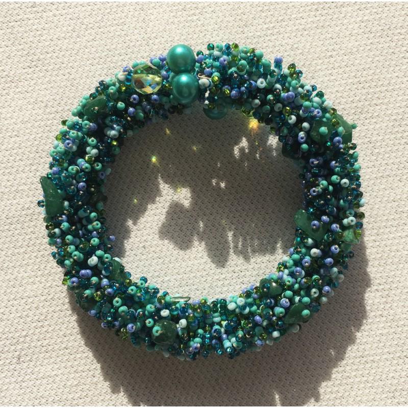 566e0abb9628 pulsera arsenal de piedras, mostacilla y perlas, en tonos verde, aqua y  celeste