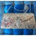 Clutch étnico hindú plateado, de latón labrado e interior en terciopelo