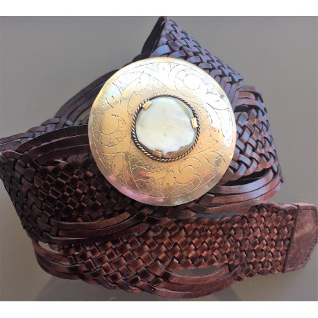 Nana and Jules boho chic Cinturón trenzado de piel marroquí con incrustación de cuerno y hebilla redonda