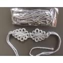 Cinturón plateado de lazada con alamares, cordón dorado con puntas metálicas