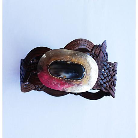 Nana and Jules boho chic Cinturón hecho a mano, hebilla ovalado en plata con incrustaciones de cuerno color negro, correa de piel trenzada color  marrón