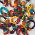 Pulsera artesanal turca seda de color con piedra natural.