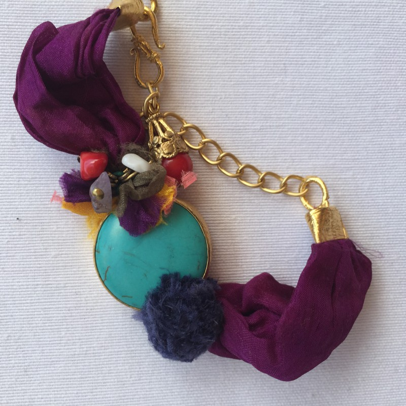 6394b4f5ff6b Nana and Jules boho chic Pulsera artesanal turca seda de color con piedra  natural.