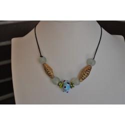 Collar gargantilla azul, celeste y lima de piezas africanas, dorado con cristales color hielo.