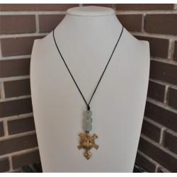 Collar largo de tortuga dorada con piezas de cristal color hielo