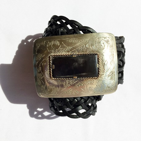 Nana and Jules boho chic Cinturón hecho a mano, hebilla rectangular en plata con incrustasiones de cuerno, correa de piel trenzada color  negro